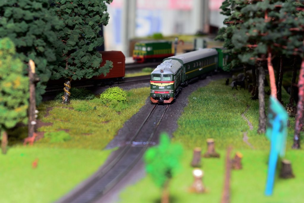 How to wire your model train set